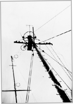 Aerial mast on Laissez Faire